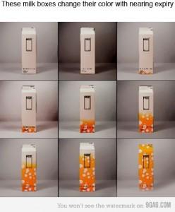 Пакет молока меняет цвет при истечении срока годности